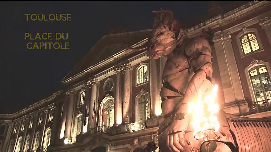 GARDIEN DU TEMPLE. ACTE II avec le réveil d'Asterion place du Capitole à Toulouse @Toulouse @lamachinefr